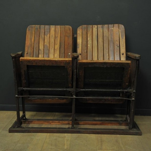 ancien banc de cin ma en bois deux si ges mes d couvertes. Black Bedroom Furniture Sets. Home Design Ideas