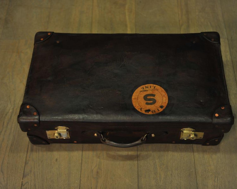valise en cuir avec sticker mes d couvertes. Black Bedroom Furniture Sets. Home Design Ideas