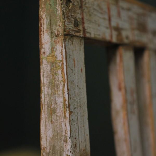 Banc à huit pieds en bois patiné mauve