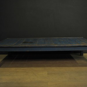 table basse en bois bleu  (2)