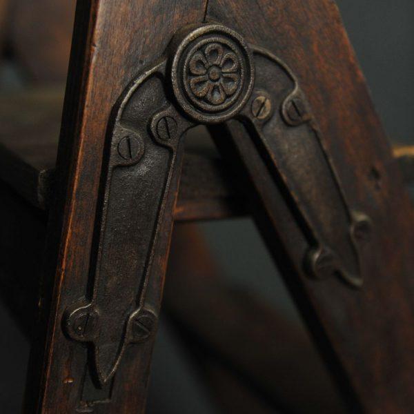 Escabeau ancien en bois et ferrures (8)