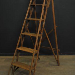 escabeau ancien en bois et ferrures (23)