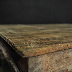 Magnifique table en teck sculpté massif