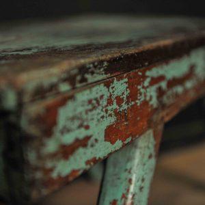 Bout de canapé en bois patiné bleu