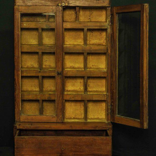 Petite vitrine à casiers antique