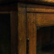 Petit meuble vitré à deux portes