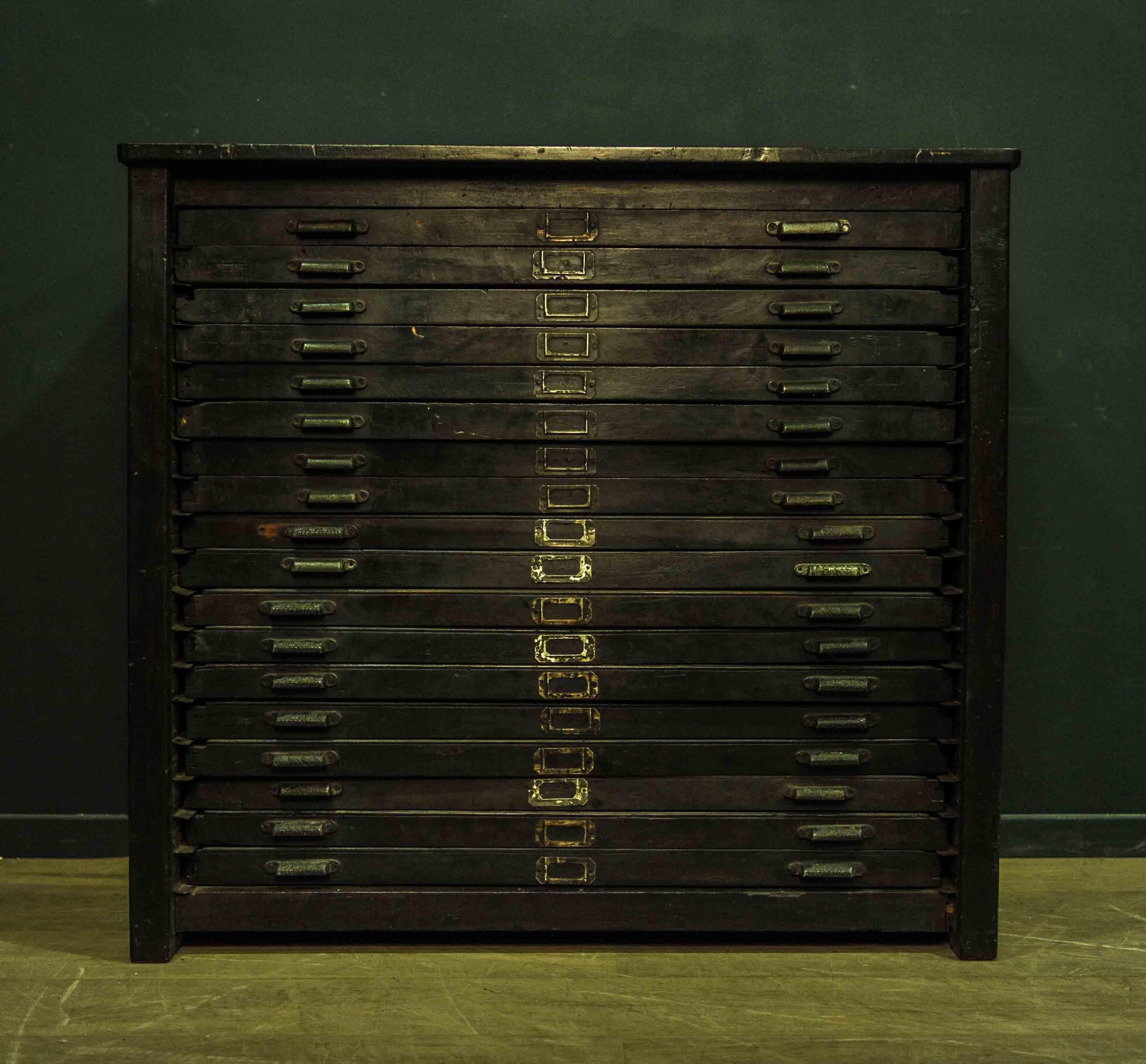 ancien meuble d imprimeur mes d couvertes. Black Bedroom Furniture Sets. Home Design Ideas
