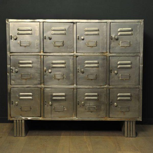 meuble industriel en m tal casiers mes d couvertes. Black Bedroom Furniture Sets. Home Design Ideas