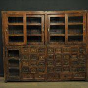 Large buffet à tiroirs et vitrines antique