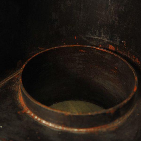 Ancienne cheminée de bateau en acier
