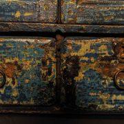 Vitrine à patine bleue à deux tiroirs