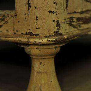 Cabinet vitré en bois patiné 3