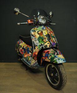 Scooter Vespa 125 par l'artiste Hom NGuyen
