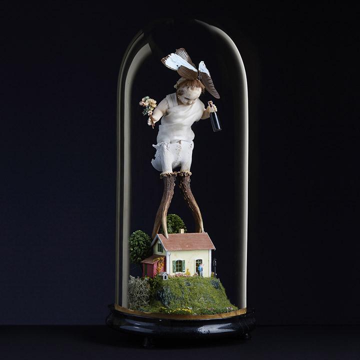 """Composition sous globe """"L'invité surprise"""" - Mes Découvertes Bruxelles - Julien Cohen"""