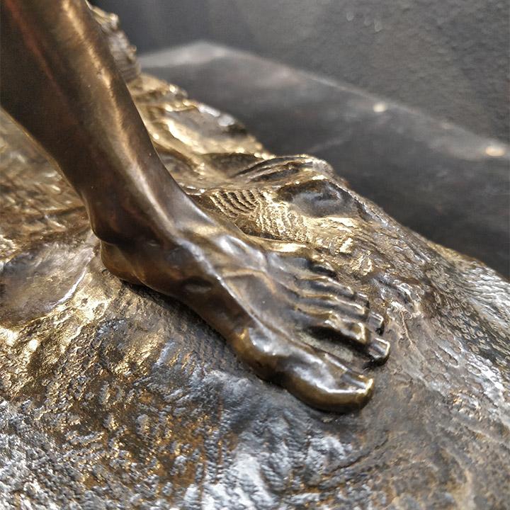 Bronze représentant un homme domptant un cheval