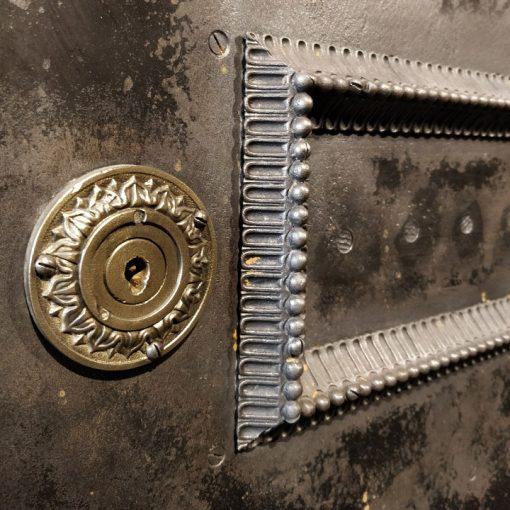 """Coffre-fort """"Pillez-Wannez"""" circa 1850 en bois et métal"""