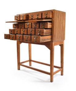 Meuble d'apothicaire à 20 tiroirs - Julien Cohen Mes Découvertes Marché Dauphine