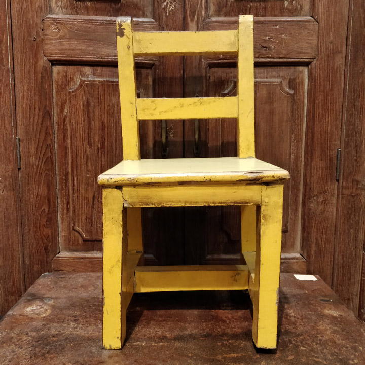 Petite chaise jaune
