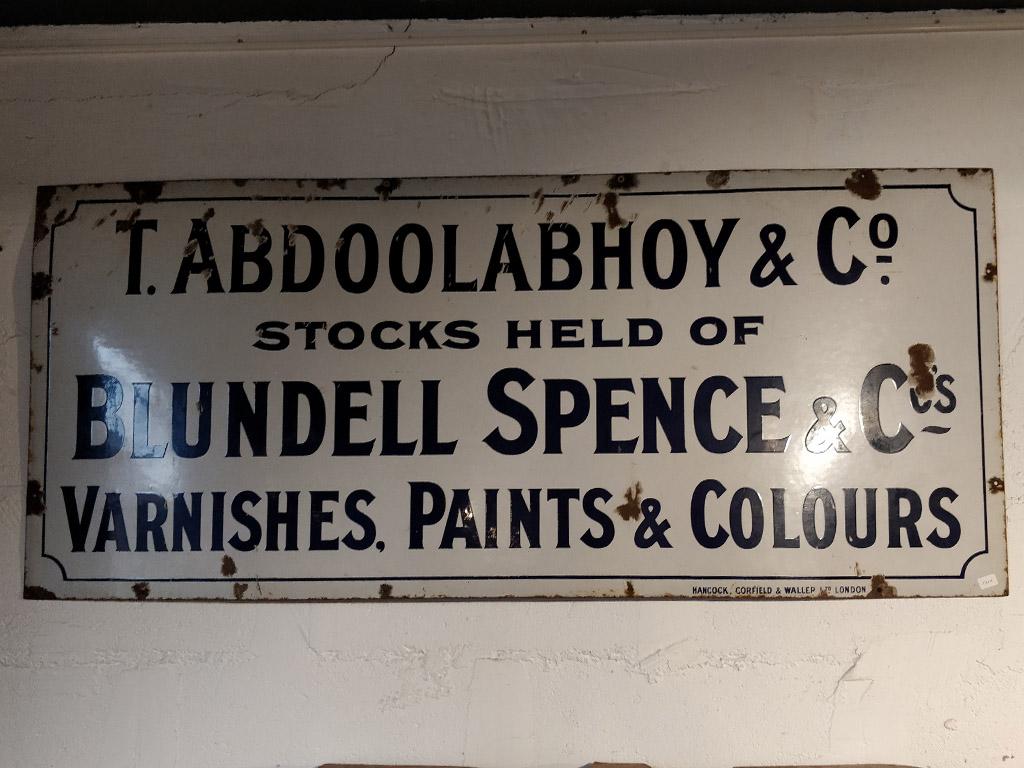 Plaque émaillée T. Abdoolabhoy & Co