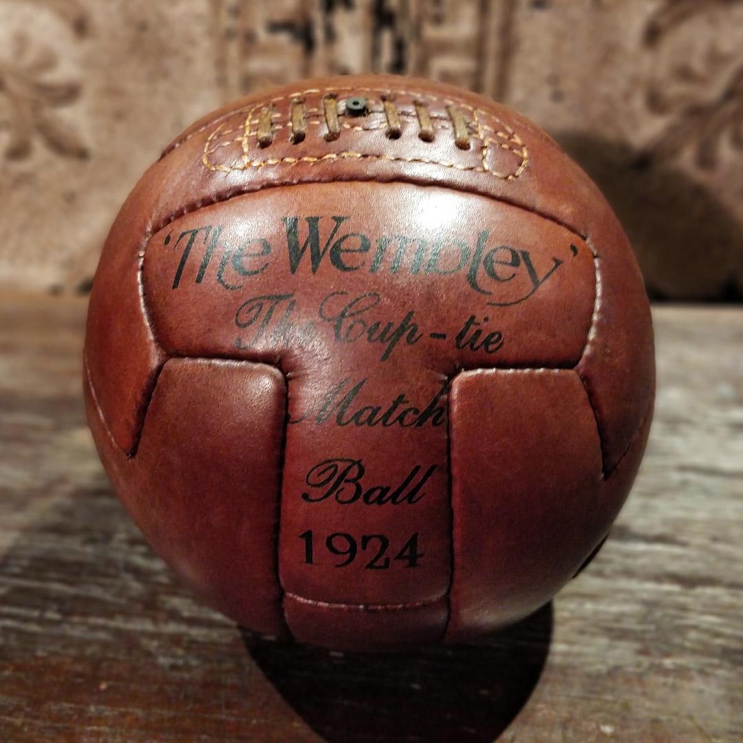 Reproduction de balle de football en cuir des années 50