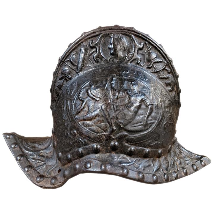 Sculpture de casque en bronze