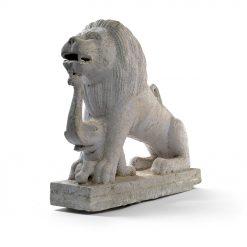 Statue d'un lion avec un petit éléphant - Julien Cohen Affaire Conclue