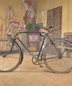 Vélo noir vintage - Mes Découvertes Premery