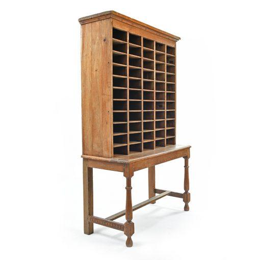 Meuble d'artisan à 55 casiers - Julien Cohen Mes Découvertes