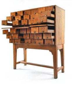 Meuble d'apothicaire à 36 tiroirs - Meuble de Métier