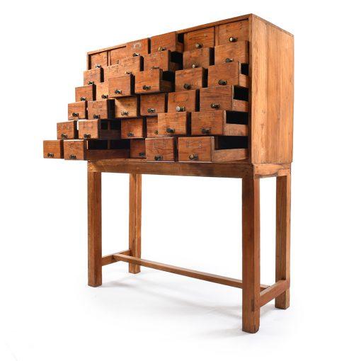 Meuble d'apothicaire à 36 tiroirs