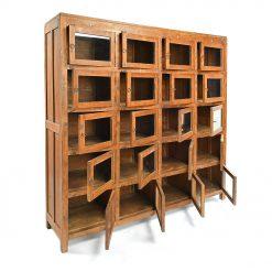 Meuble vitré en bois à 20 casiers - Julien Cohen Mes Découvertes