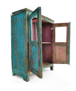 Armoire vitrée en bois patiné - Mes Découvertes Julien Cohen