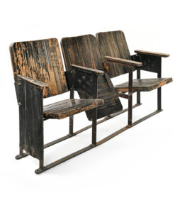 Fauteuils de cinéma en bois foncé - Julien Cohen Affaire Conclue