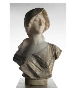 Buste en marbre sur son piedestale - Julien Cohen Affaire Conclue