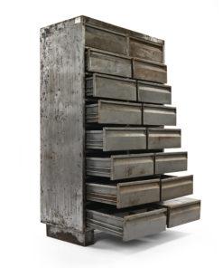 Armoire d'atelier métallique à 16 tiroirs - Julien Cohen Mes Découvertes