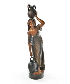 """Statue de femme en terre cuite """"La porteuse d'eau"""" - Affaire Conclue Julien Cohen"""