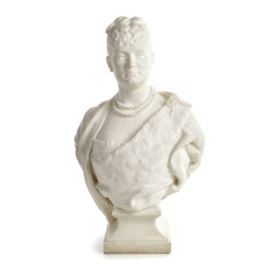 Sculpture en marbre de carrare représentant Delphine de Lizy par Anatole Marquet de Vasselot