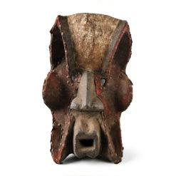Masque africain artisanal