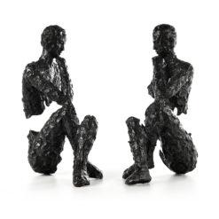 Serres livres en bronze représentant des personnes pensifs